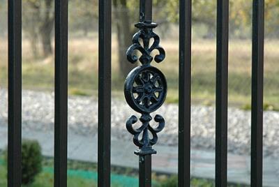 Puilbermeetodiga värvitud aiad ja väravad